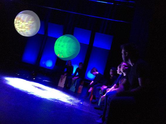 Cajonballong, værballonger, filmer, musikk og spilling på cajoner
